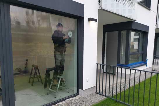 usuwanie rys z szyby okiennej